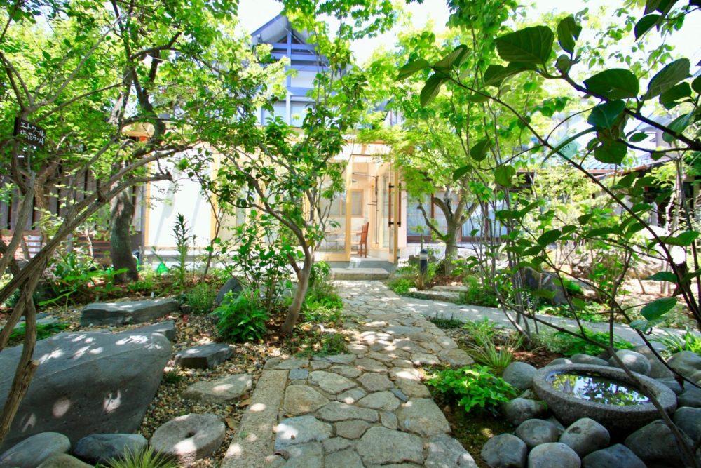 枚方・雑木の庭とサンルーム|グリーン+ガーデン タマンサリ施工事例